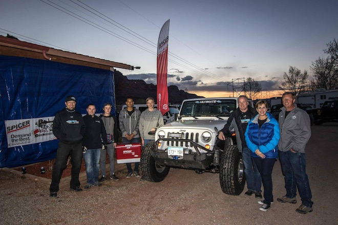 Dana Gives Lucky Winner an Ultimate 44 Axle at 2016 Easter Jeep Safari - Video