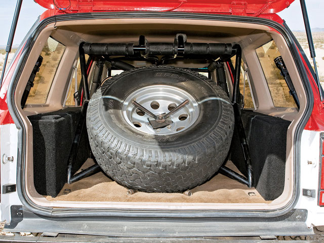 0808or 1993 04 z+ford explorer 1992 ford explorer ns off road+fullsize spare tire