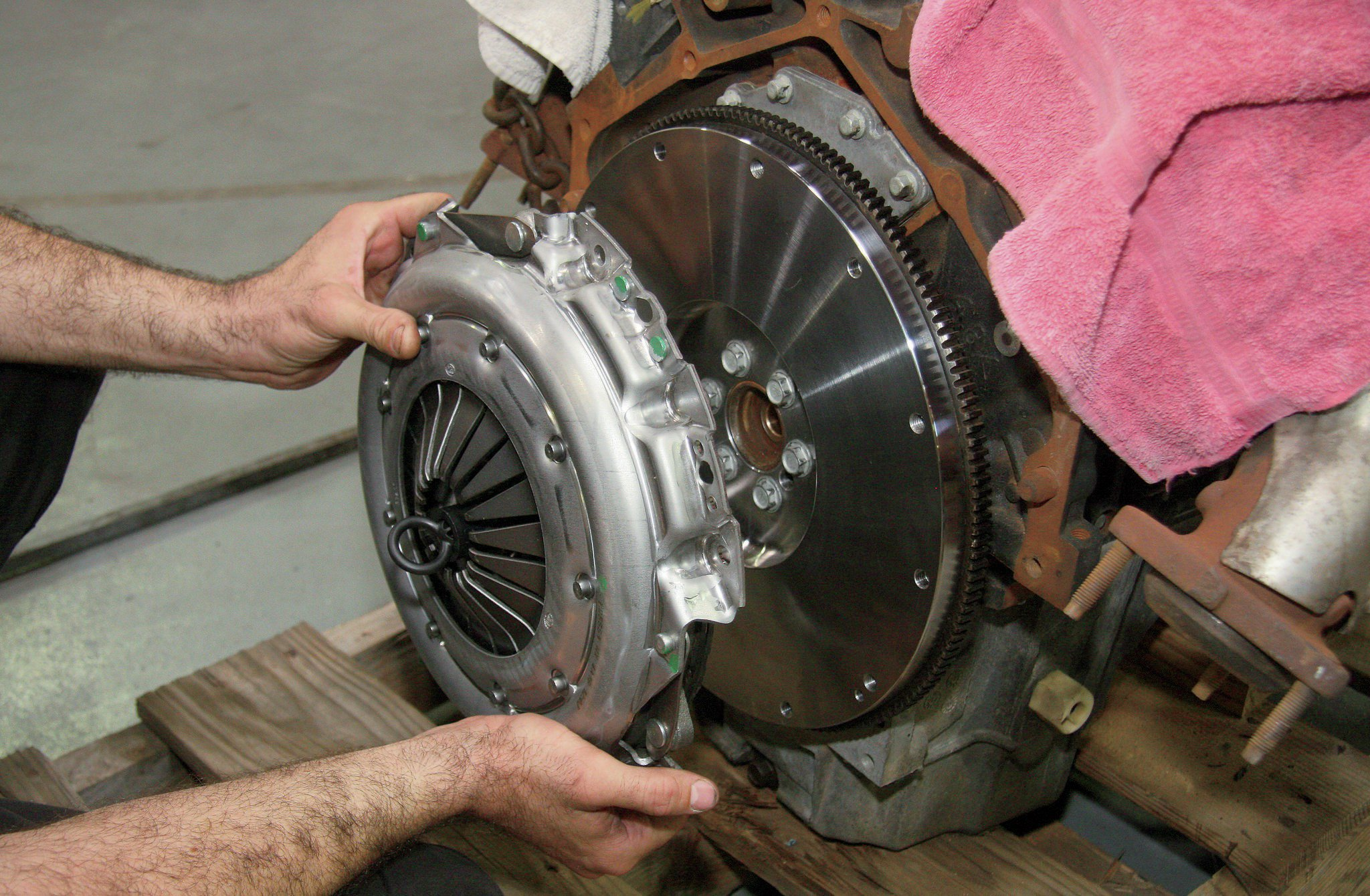 The donor engine was originally connected to an automatic transmission. The flexplate was removed, and a pressure plate and clutch assembly from the Advance Adapters kit was aligned and bolted to the rear of the engine.