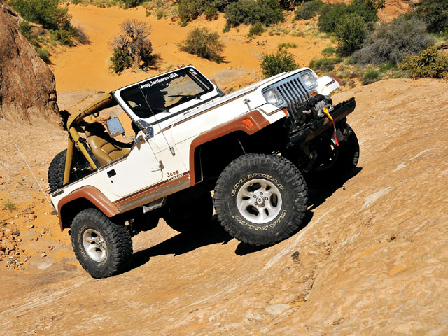 0812 4wd 03 z+1987 jeep yj wrangler laredo+right side angle