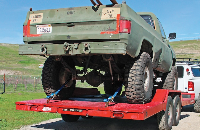 Proper Ways to Strap a Truck to a Trailer