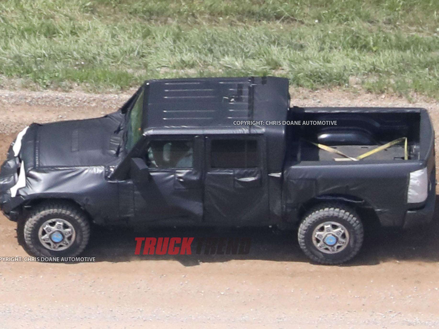 2019 Jeep Wrangler JL Pickup Spyshots 16