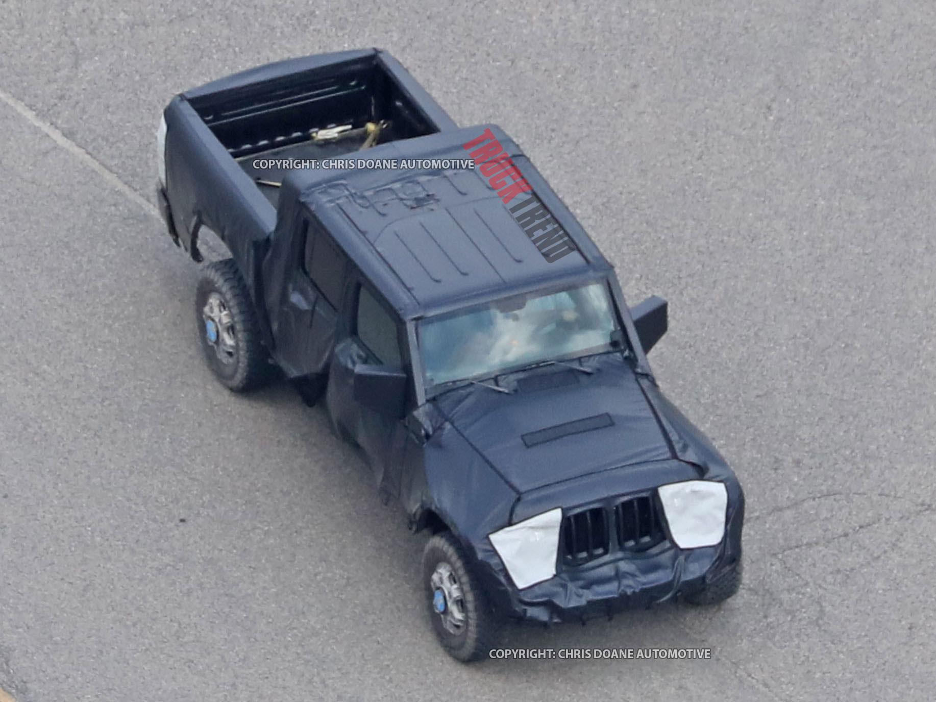 2019 Jeep Wrangler JL Pickup Spyshots 03