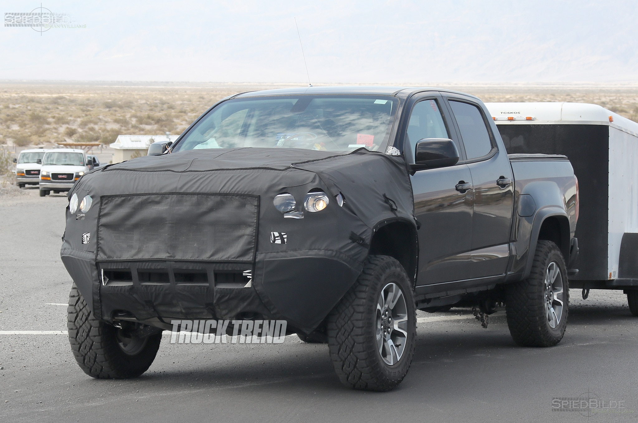 2018 chevrolet colorad zr2 front quarter with trailer