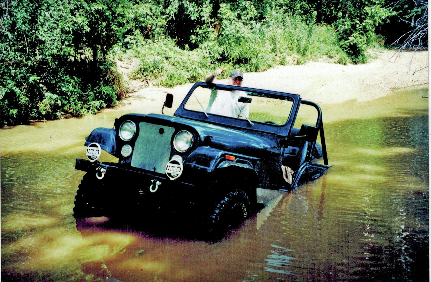 It's a Floater Another Kentucky round: This is Jonathan Poe's Jeep in Soldier Creek in Benton, Kentucky. Jonathan said he'd run the creek many times but somehow managed to get off-line a bit and floated the wrong way. And kept floating. And floating.