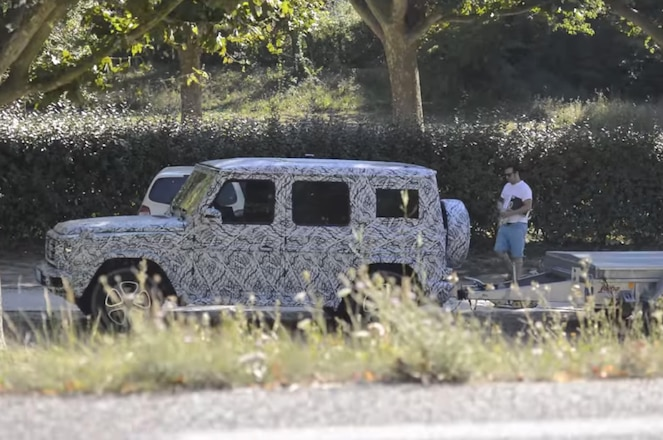 2018 Mercedes-Benz G-Class Spied on Video