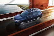 2017 nissan pathfinder front overhead in motion 24