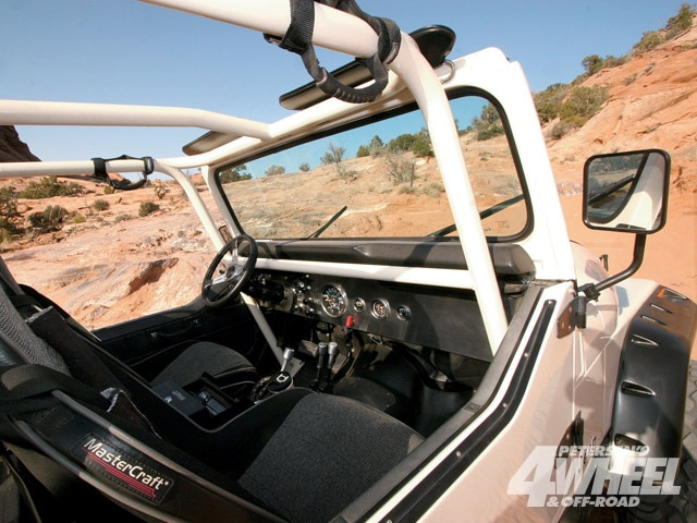 131 0902 05 z+1981 jeep scrambler+interior