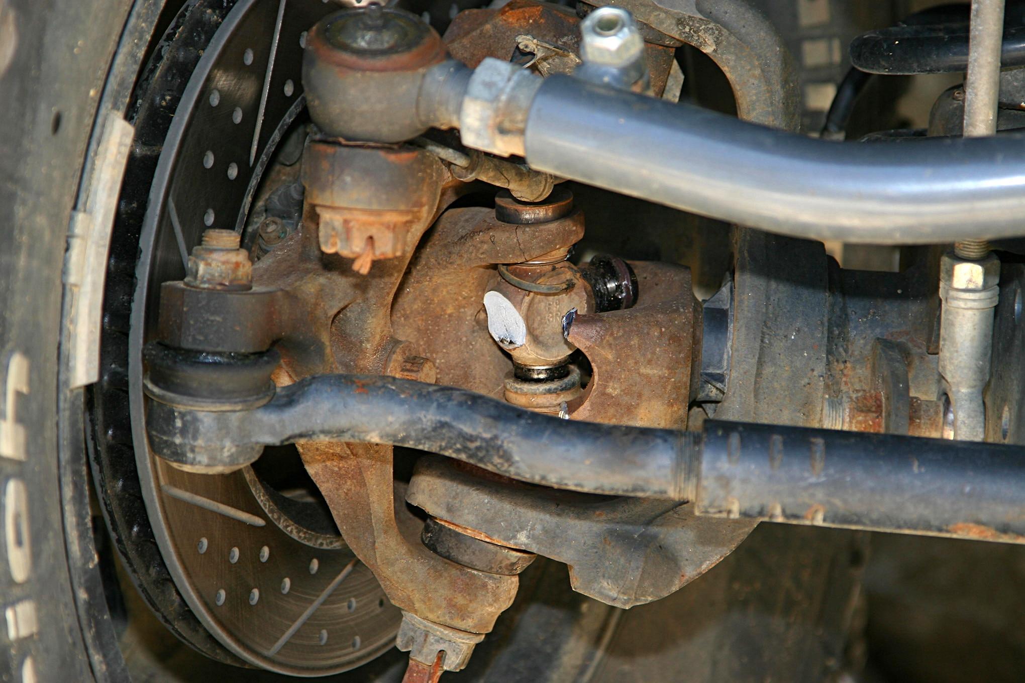 broken dana 30 ujoint axle jeep.JPG
