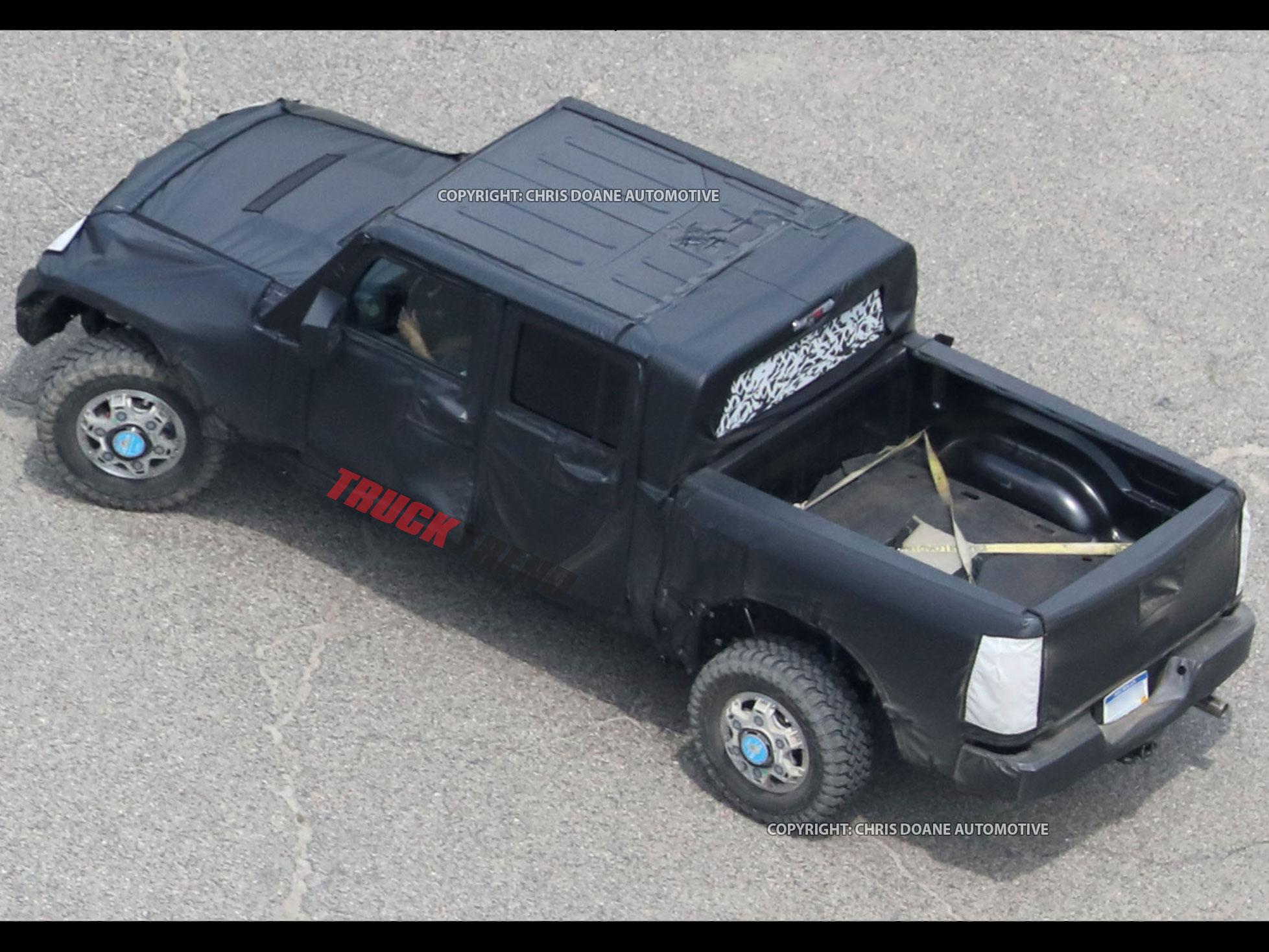 2019 Jeep Wrangler JL Pickup Spyshots 31
