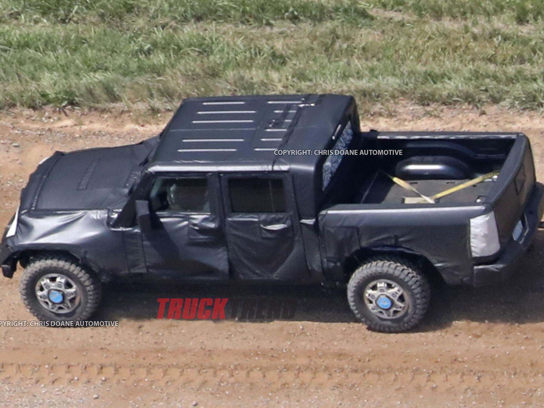 2019 Jeep Wrangler JL Pickup Spyshots 15