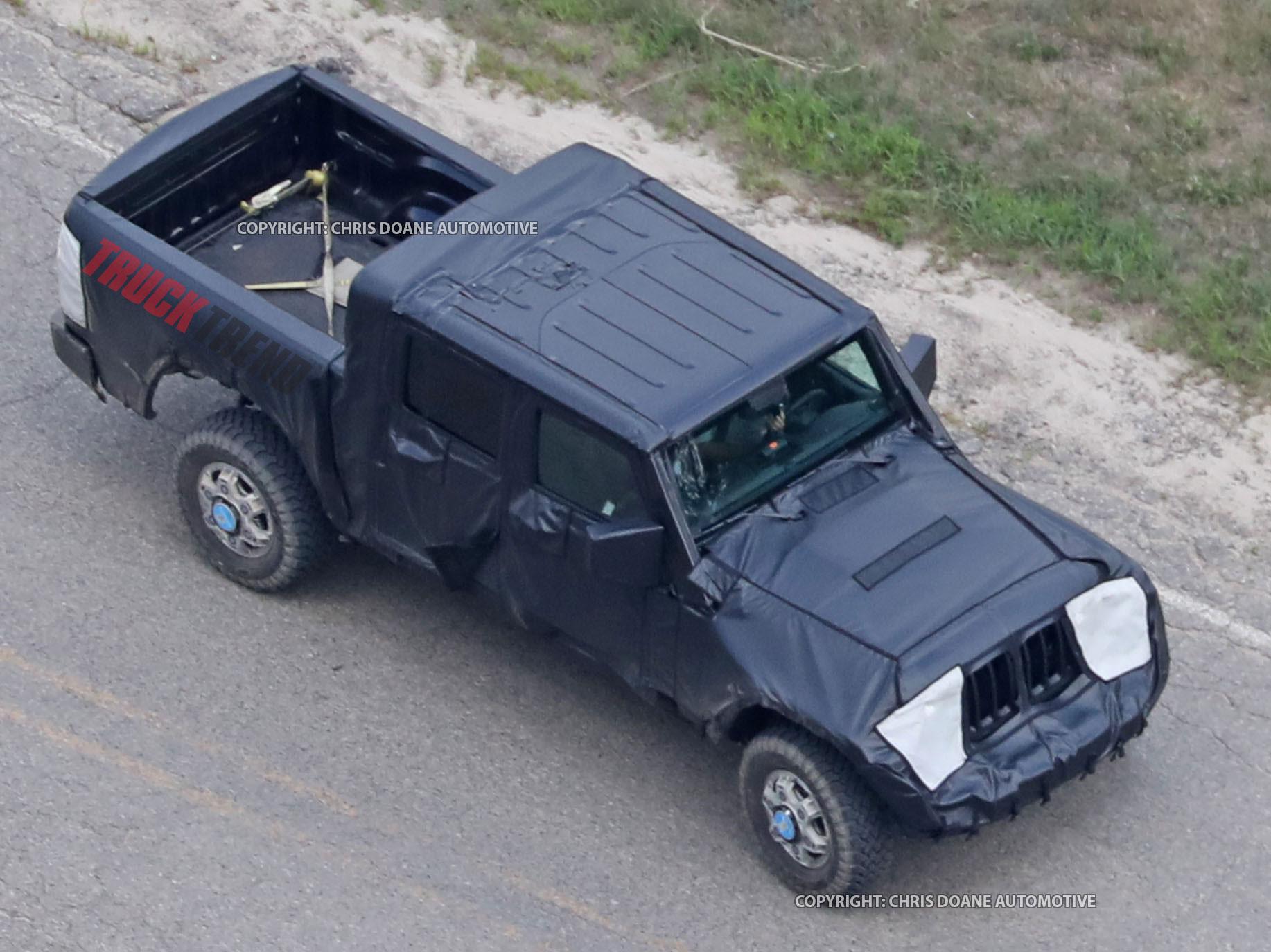 2019 Jeep Wrangler JL Pickup Spyshots 02