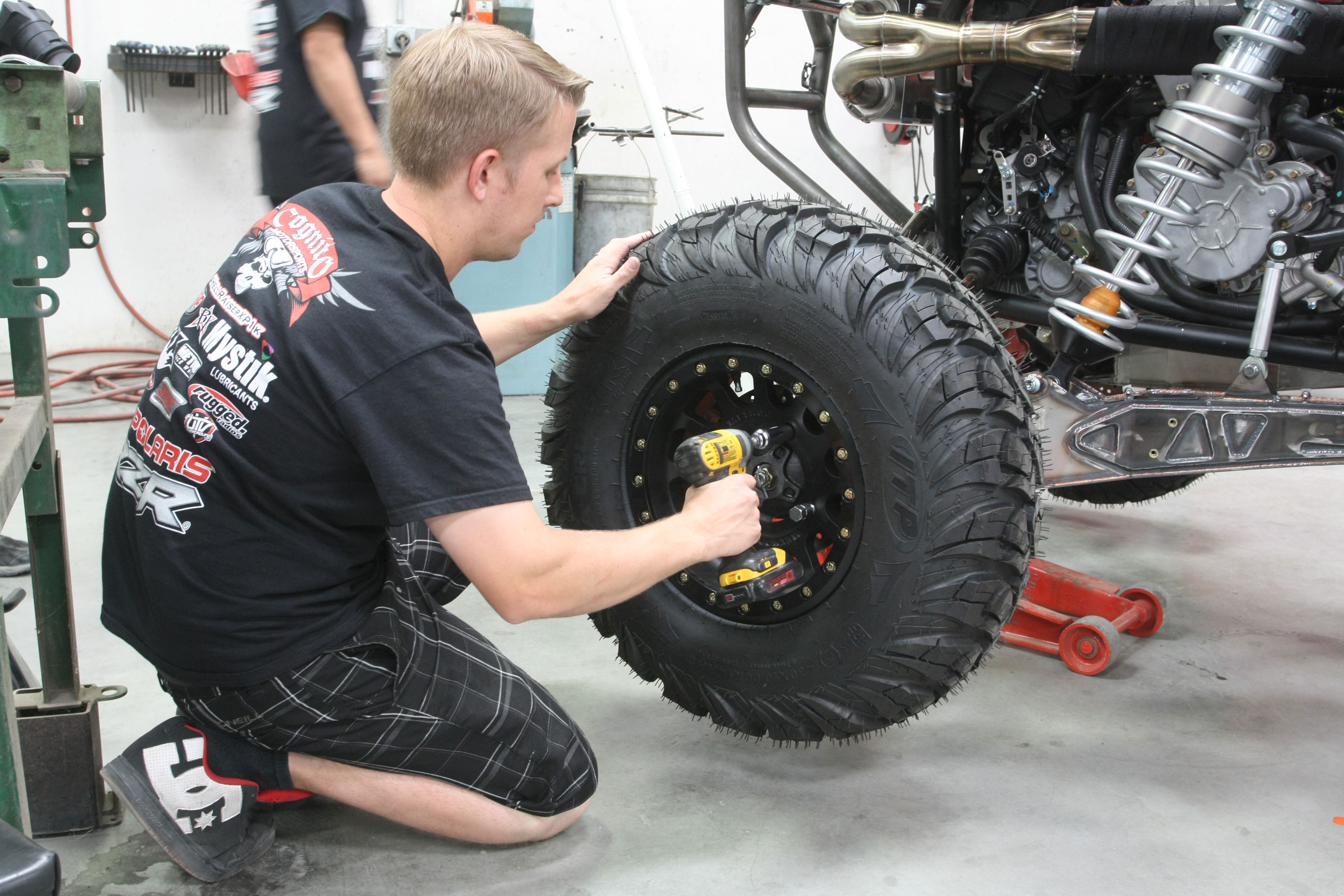 Method Race Wheels has gotten into the UTV end in a big way with their 401 UTV Bead lock. The wheel includes a forged 6061 bead lock ring along with Grade 8 Zinc plated mounting hardware. Mounted to them are ITP Ultracross R Spec tires. They feature a unique, multi-surface, non-directional tread design improves off-road traction and are constructed with an 8-ply radial design.
