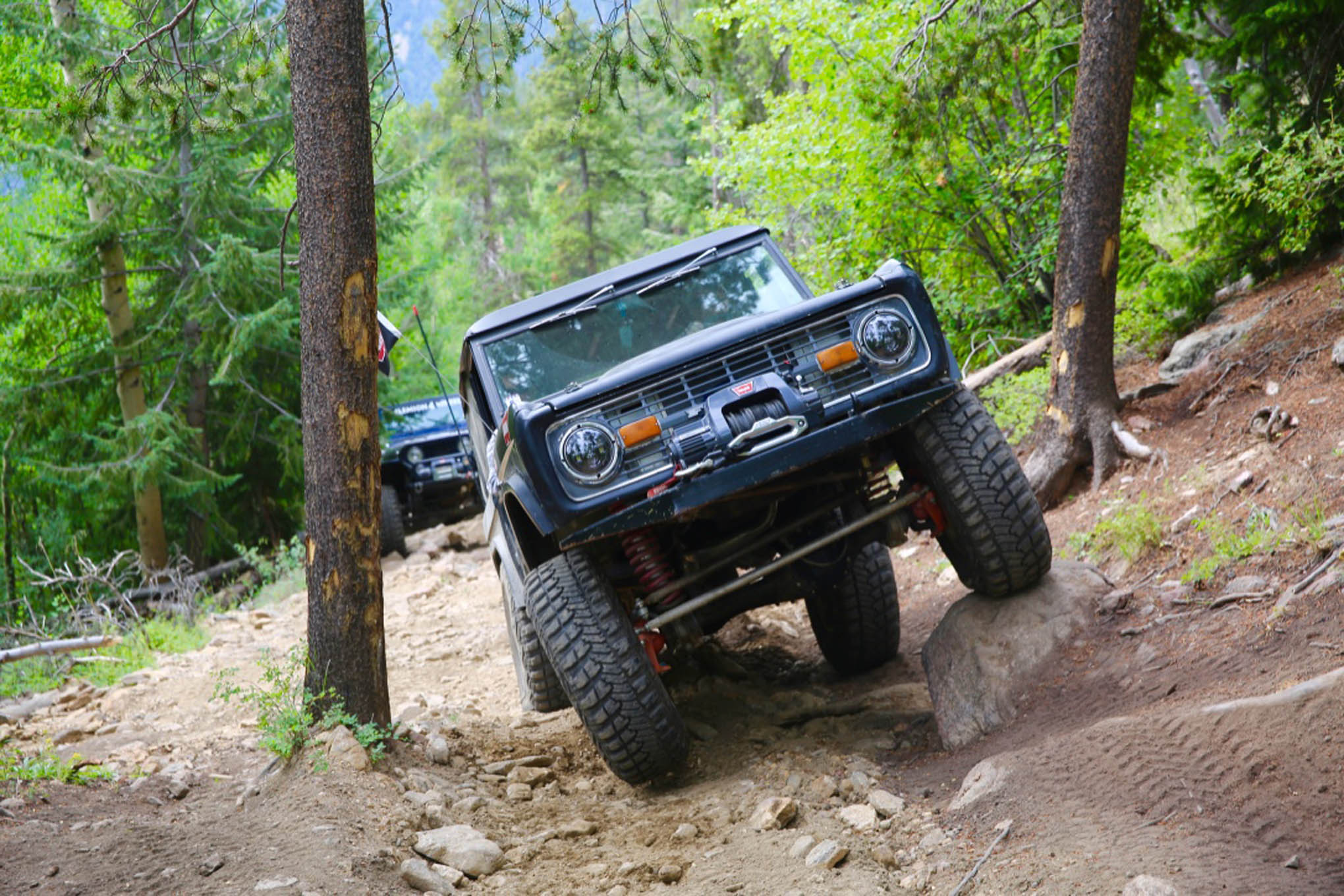An old school Bronco gets twisted on Red Elephant Trail.