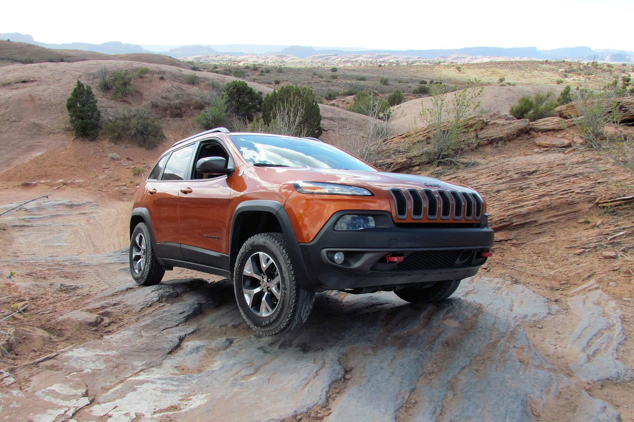 2015 Jeep Cherokee Trailhawk 4x4 three quarter.JPG