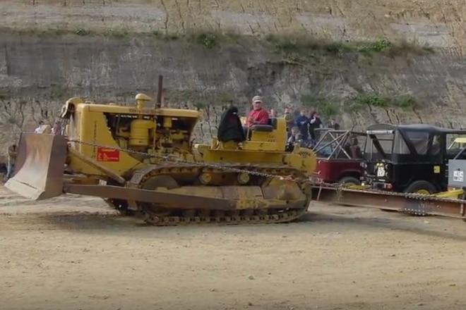 Caterpillar D8 Dozer vs. 20 Toyota Land Cruisers in Tug-of-War - Video