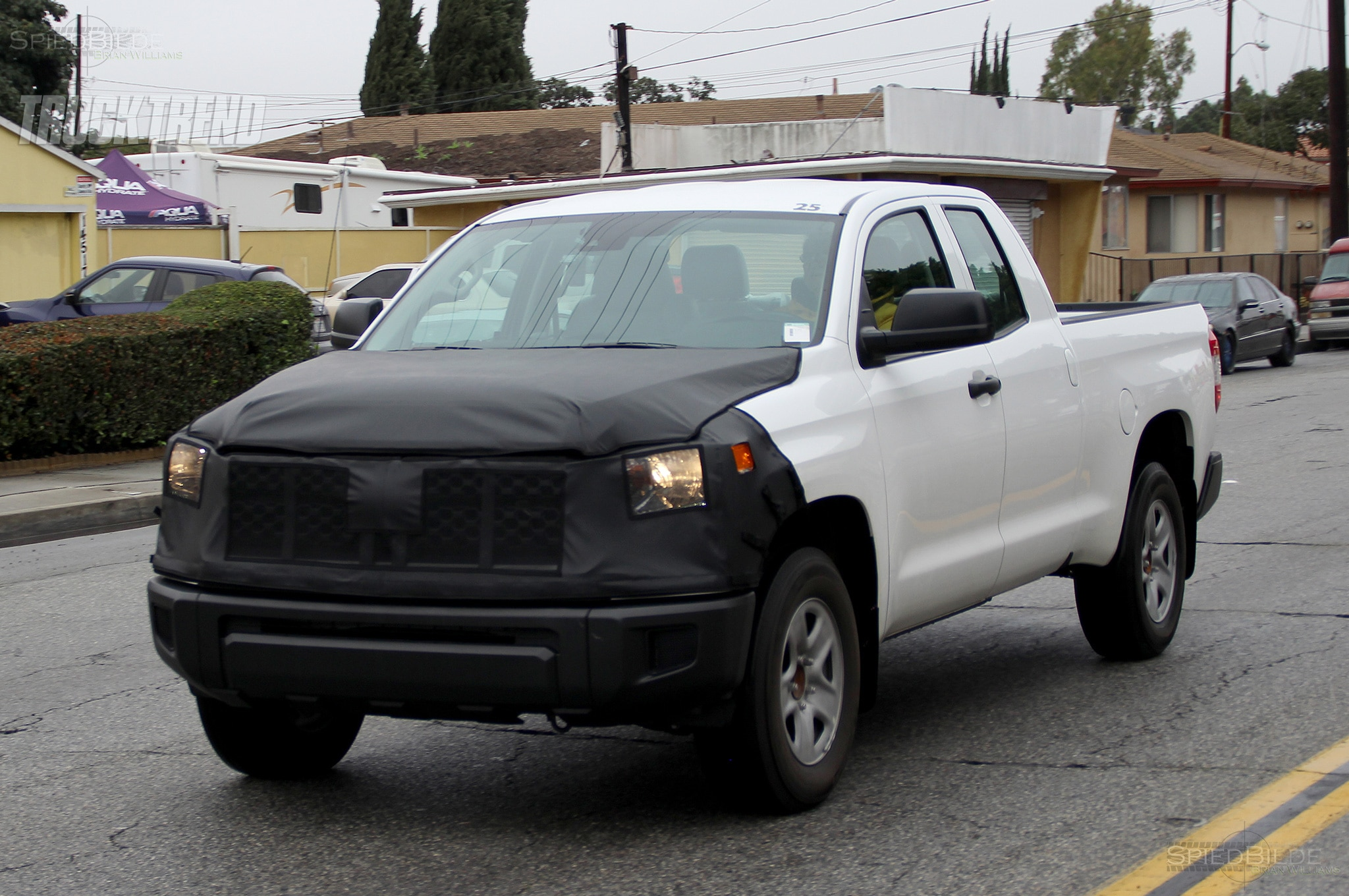 toyota tundra spied front quarter 03