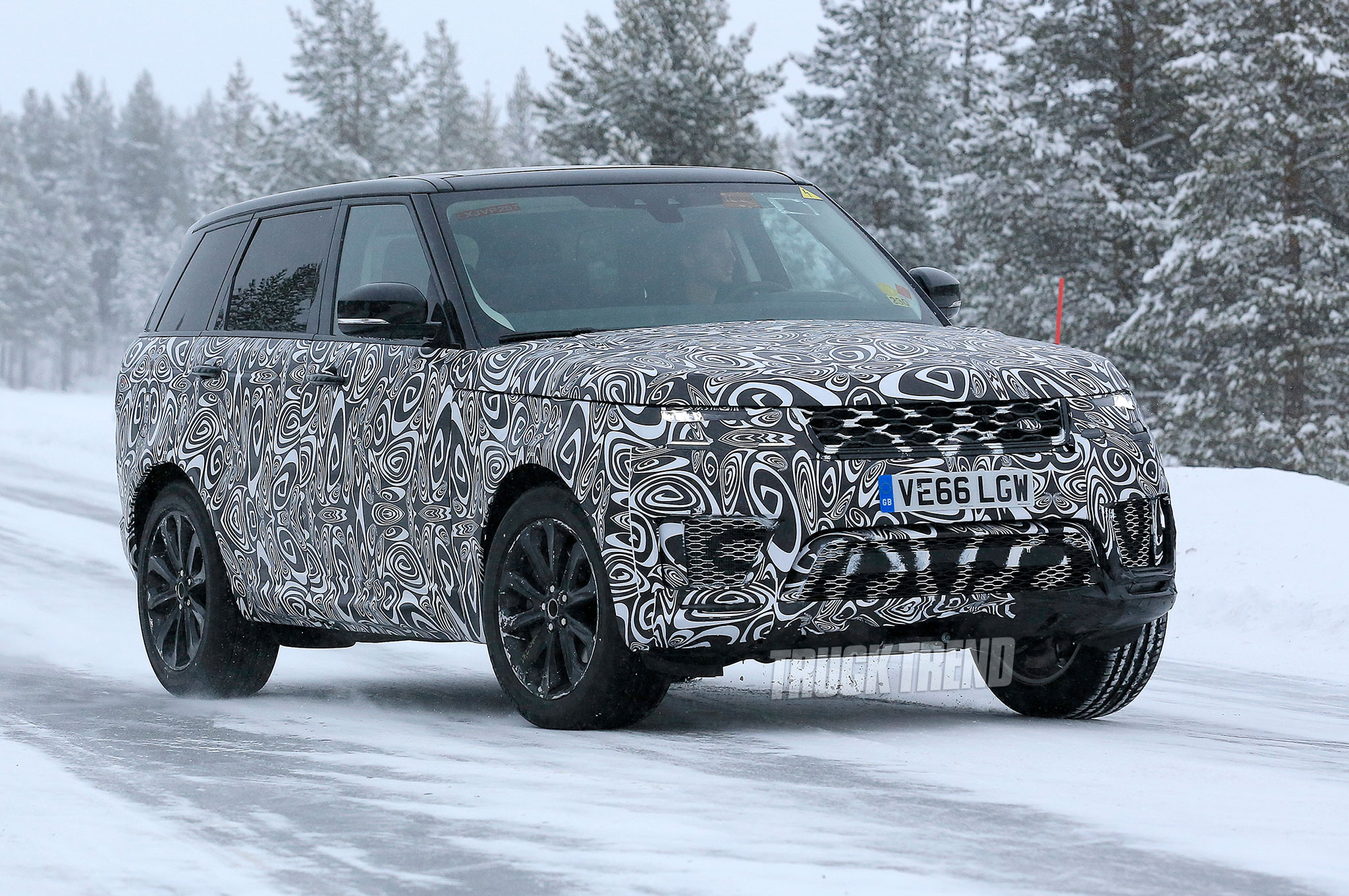SPIED: Updated 2018 Land Rover Range Rover Sport in the Snow