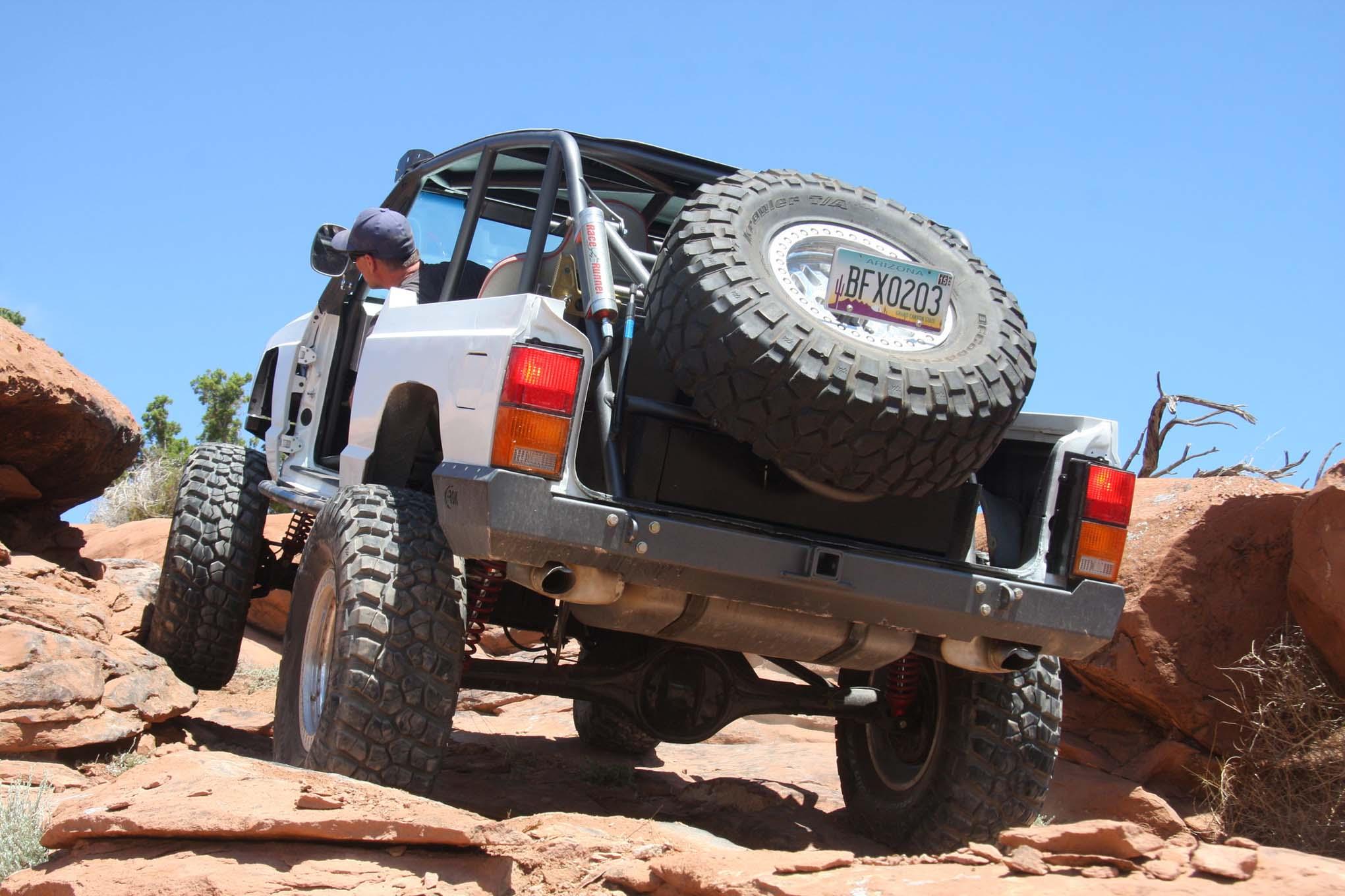 011 Topless Cherokee Xj Front Three Quarter Action Lpr
