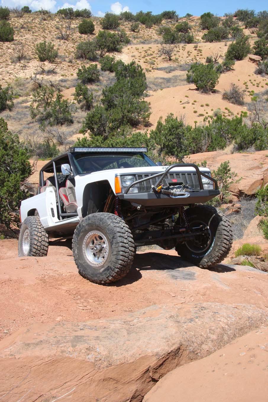 001 Topless Cherokee Xj Front Right Three Quarter Lpr