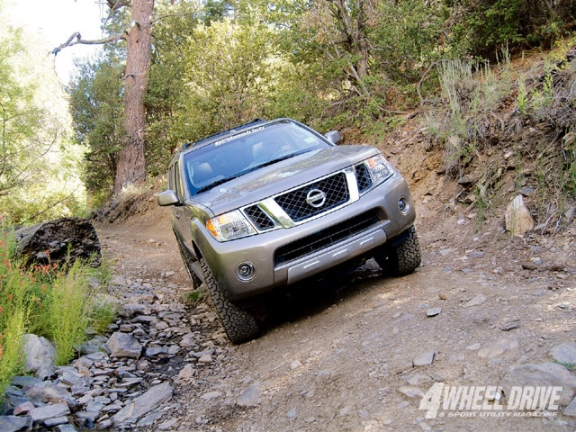 2008 Nissan Pathfinder V8 LE - 4 Wheel Drive & Sport Utility