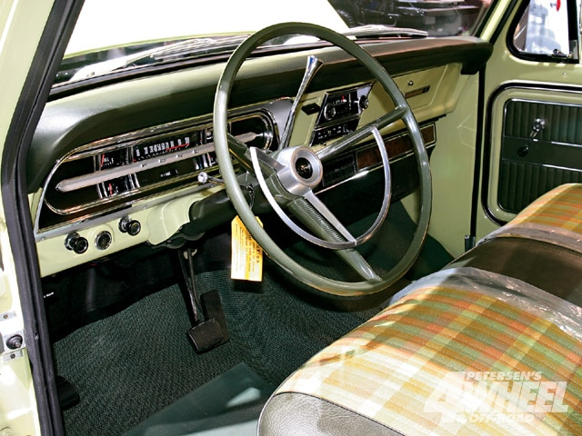 131 0903 14 z+march 2009 auto news+1970 ford f100 interior