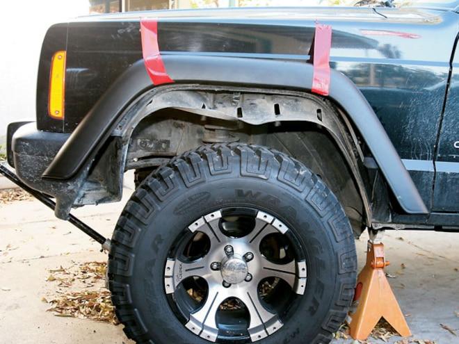 Cheap Jeep Cherokee XJ Tire Clearance - TJ Flares on an XJ