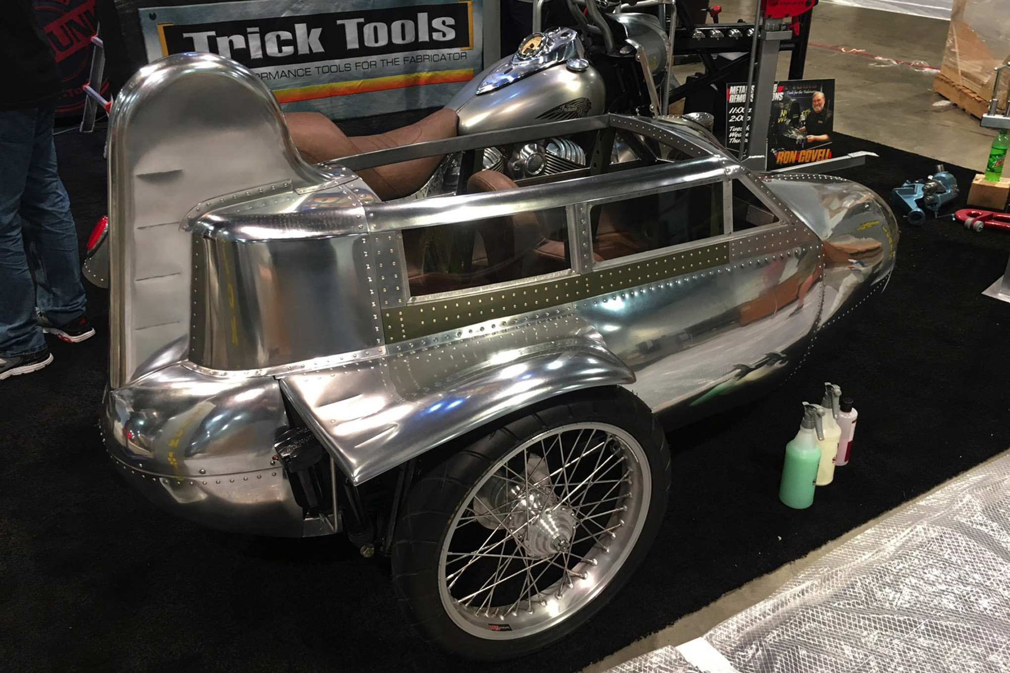 004 sema 2017 day 1 south upper hall gallery photos