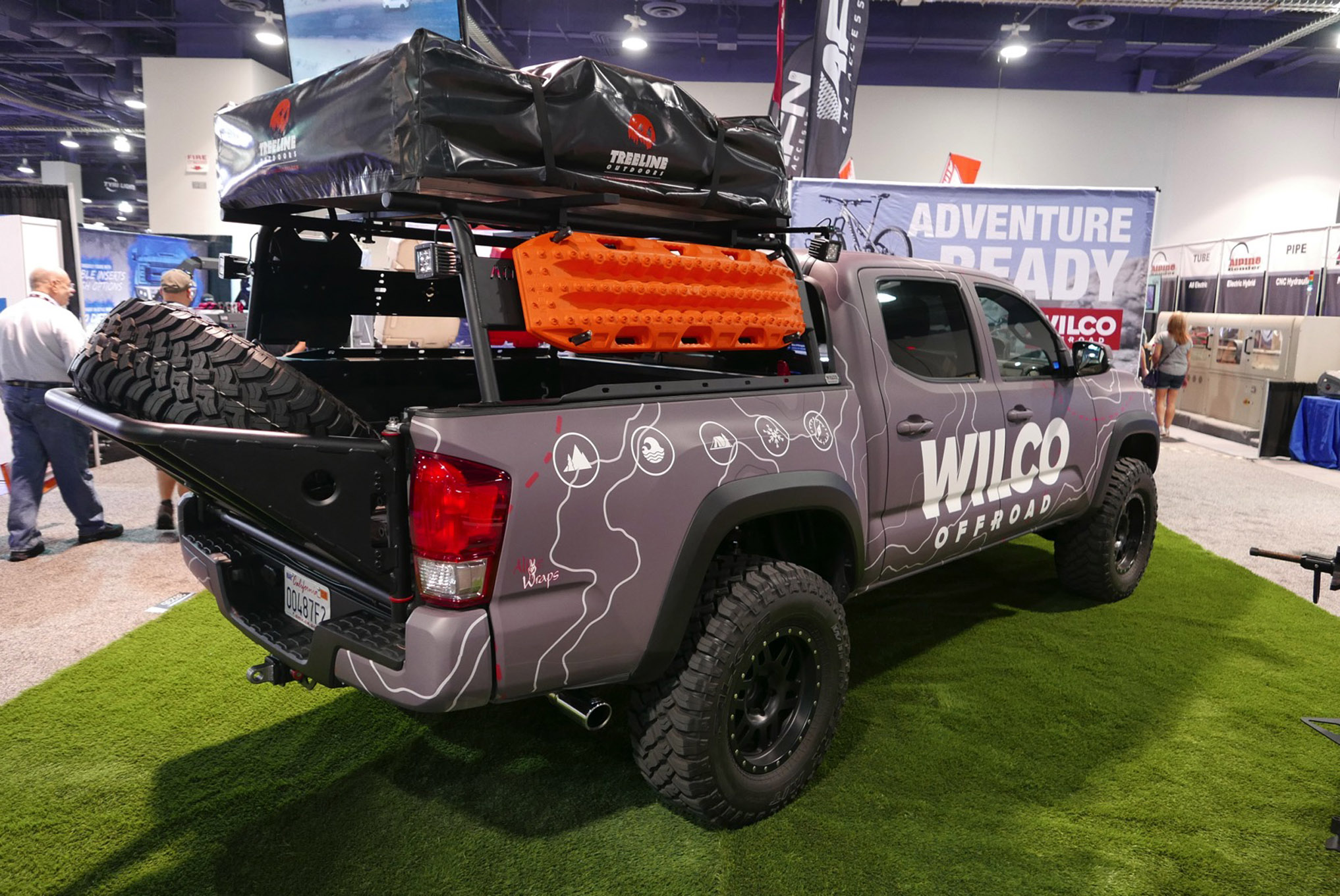 253 sema 2017 day 1 south upper hall gallery photos