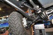003 sema jeep mini feature 6x6 front axle.JPG