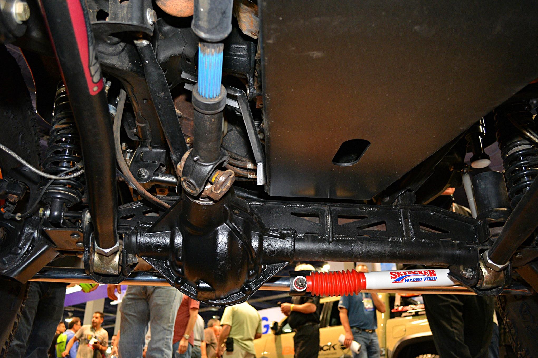 sema jeep mini feature retro wrangler front axle.JPG