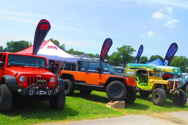 1,000+ Jeeps Meet At The PA Jeeps All Breeds Show