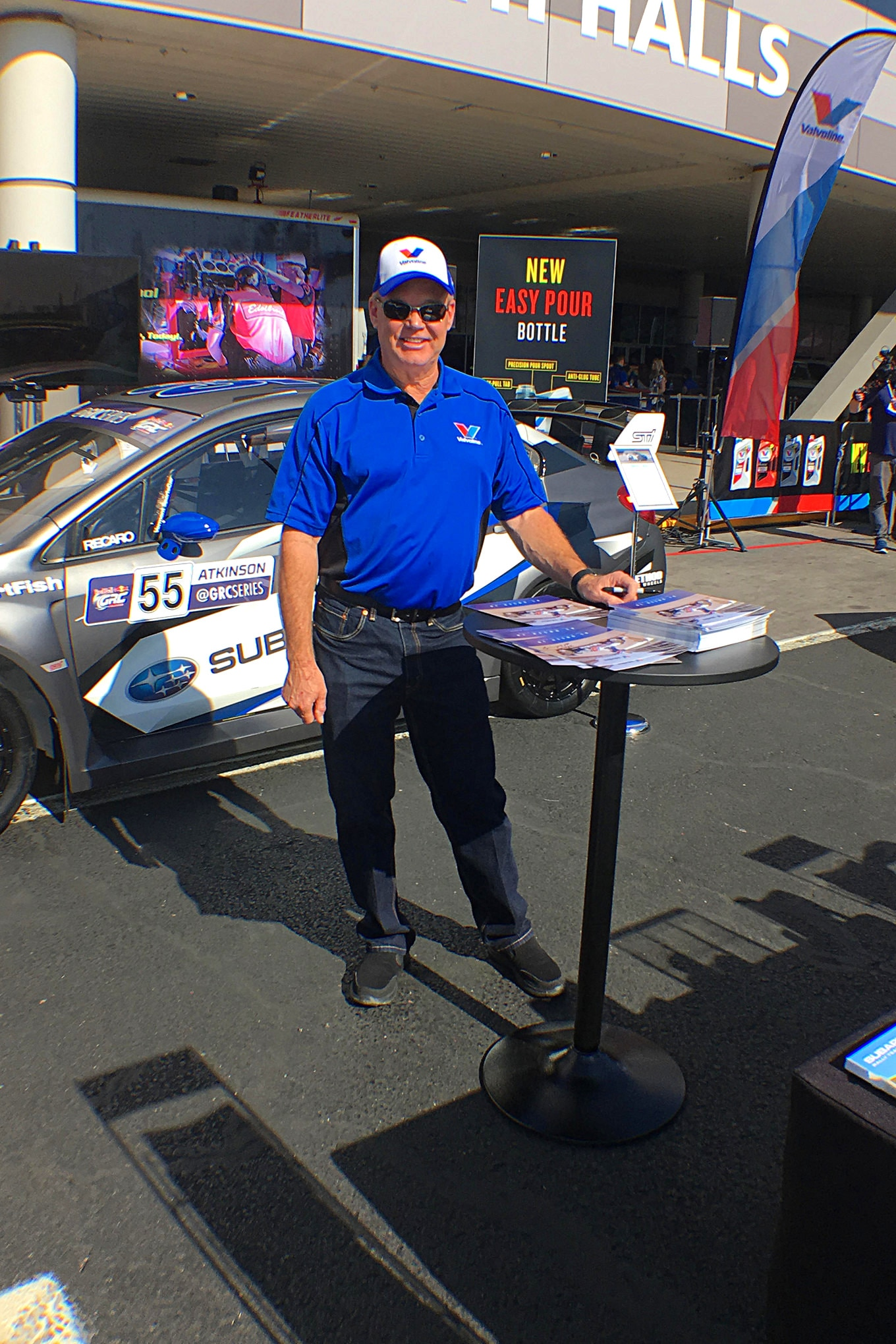 Al Unser Jr. was on hand signing autographs. Maybe next year Valvoline will get him an E-Z Up so he doesn't have to stand out in the sun.