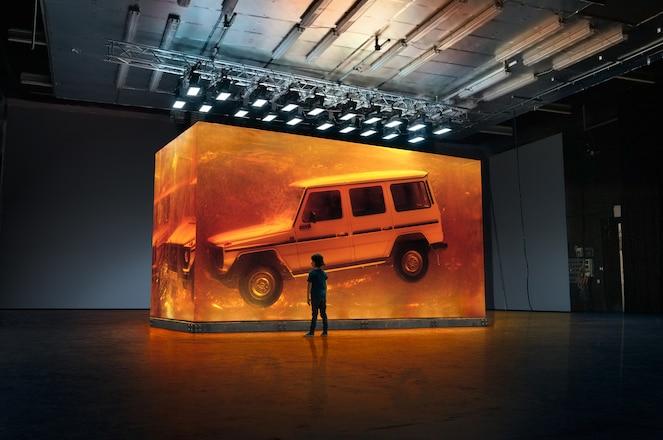 Mercedes-Benz Encases 1979 Geländewagen in Synthetic Resin, On Display in Detroit