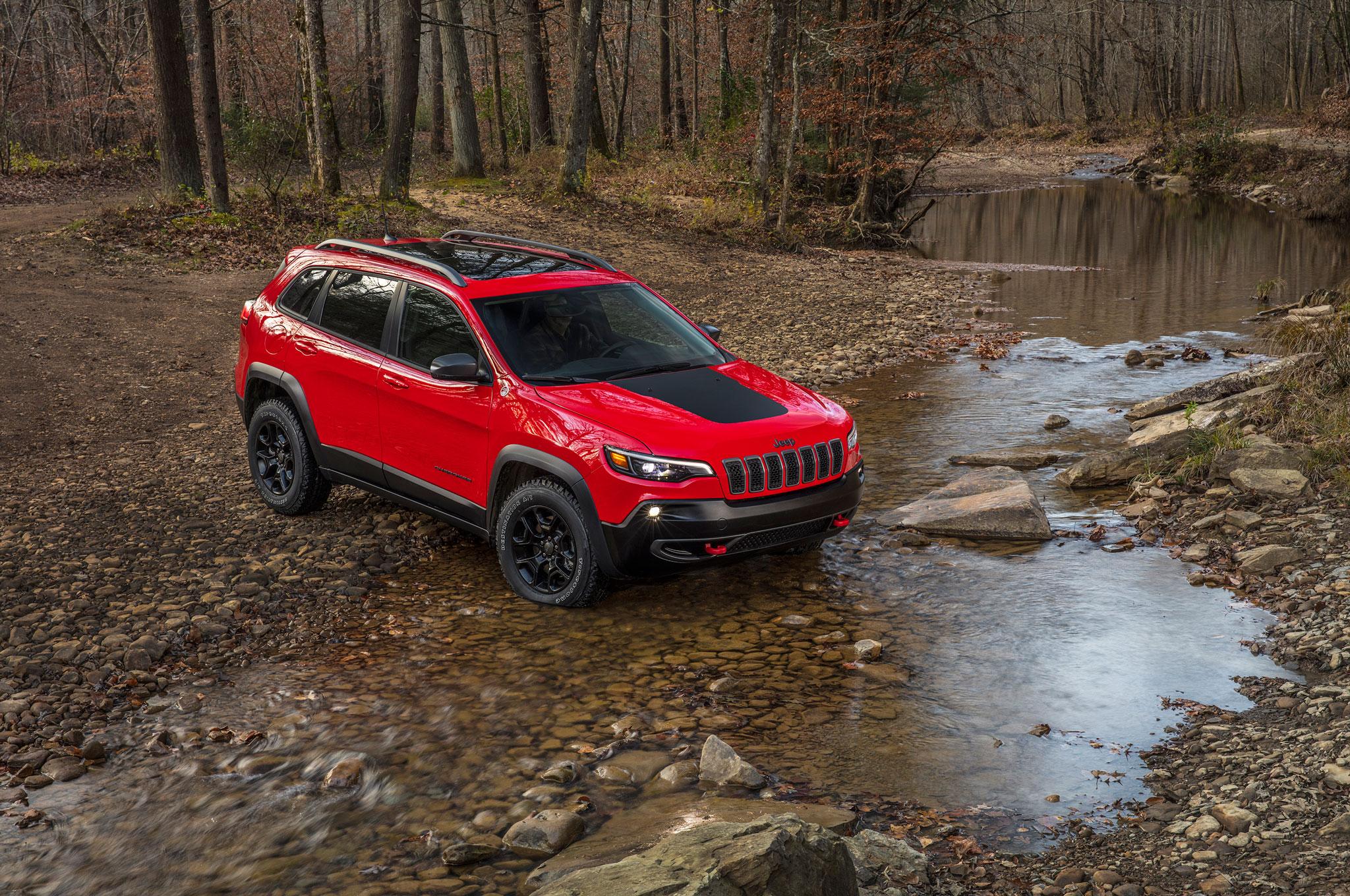 2019 Cherokee trailhawk rear stream cross 4