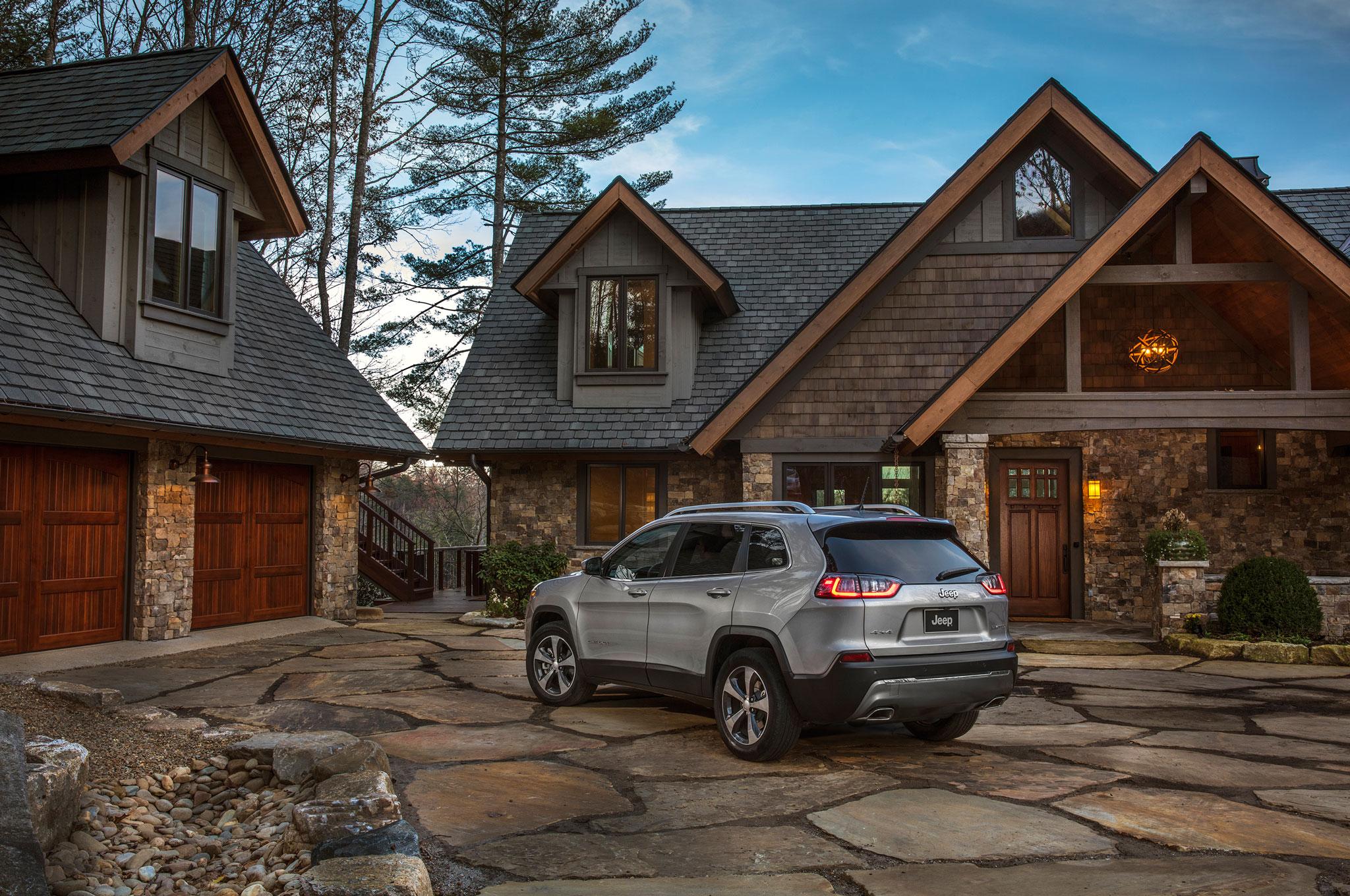 2019 Cherokee rear at house
