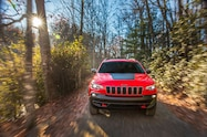 2019 Cherokee trailhawk front leaves close