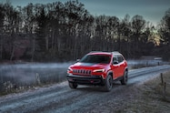 2019 Cherokee trailhawk profile dusk front