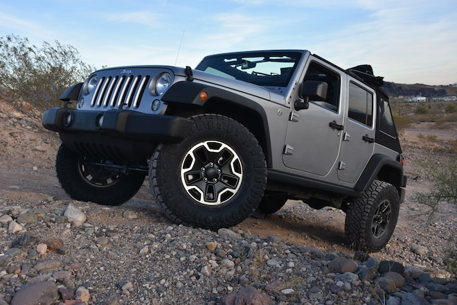 Installing a JKU Budget Boost & 35-Inch Tires