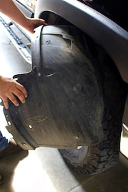 02 half dayin it  2006 chevrolet silverado 2500 wheel well liner