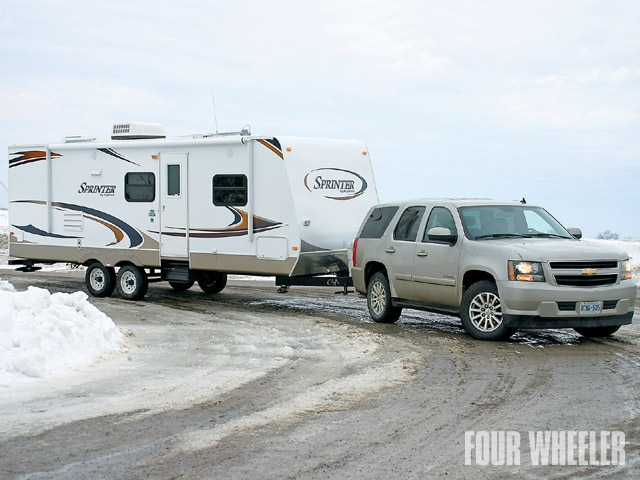 Chevy Tahoe Towing Capacity >> 2009 Chevy Silverado Tahoe Hybrid Tow Test Four Wheeler Magazine