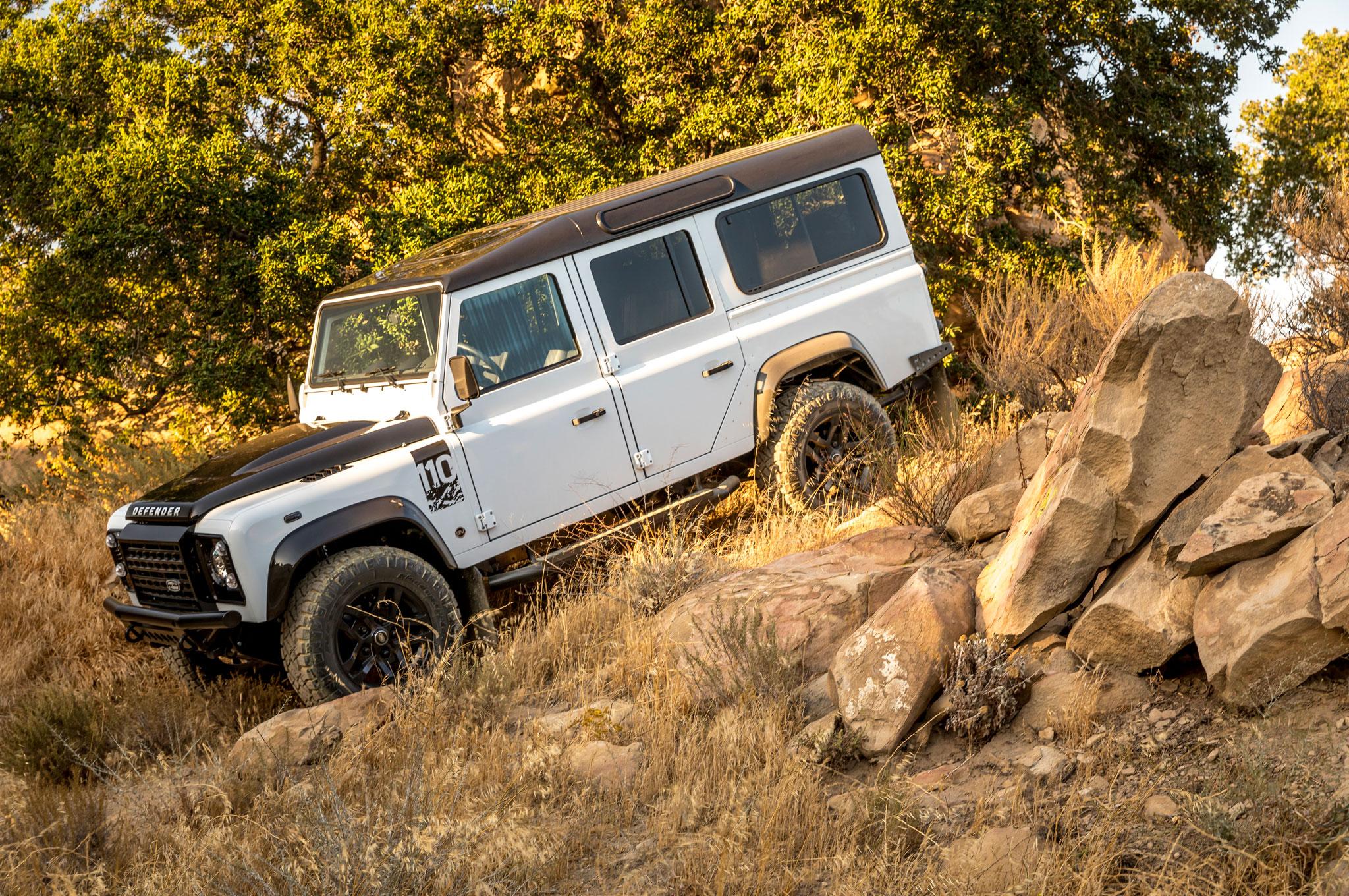 2018 Fusion Land Rover Defender 9359