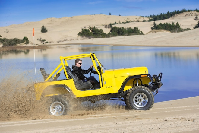 525hp Jeep CJ-7 Lays Tracks in Oregon's Dunes