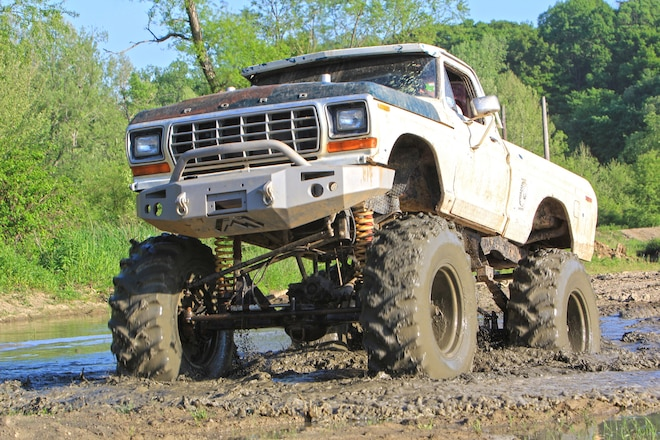 Truck Night at Yankee Lake: Trail Rides, a Tug Pad, and Mud Bogs in Eastern Ohio