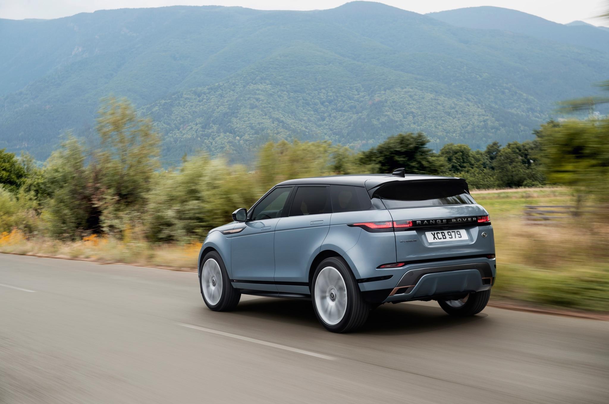 2020 range rover evoque exterior dynamic rear quarter 01