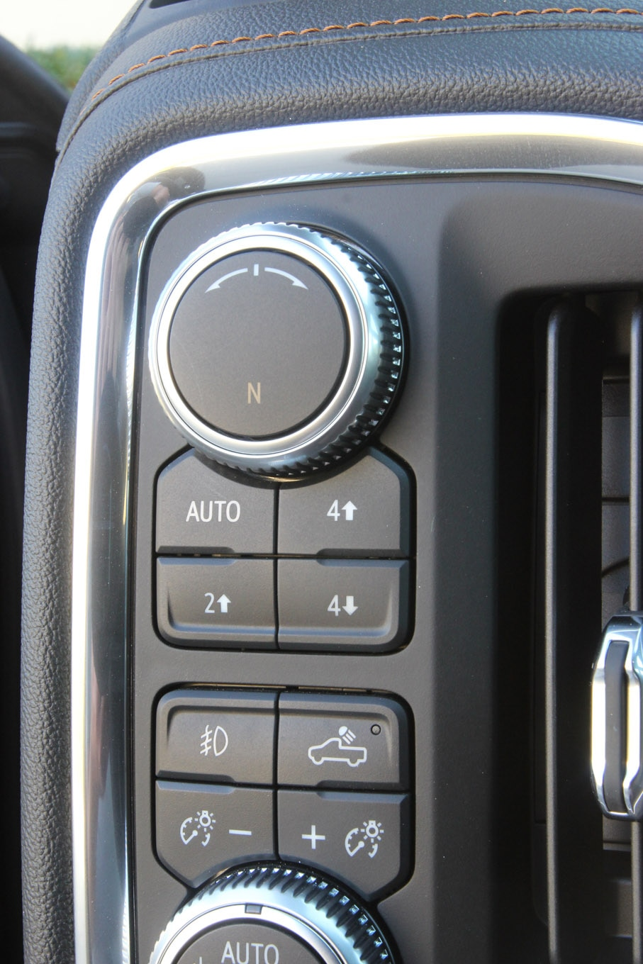 Both the GMC Sierra AT4 and the Chevy Silverado Trail Boss use this pushbutton system on the left side of the steering wheel. This isn't where we naturally look for the transfer case controls, but it does eliminate any possibility of shifting into low when you are trying to turn up the air conditioning.