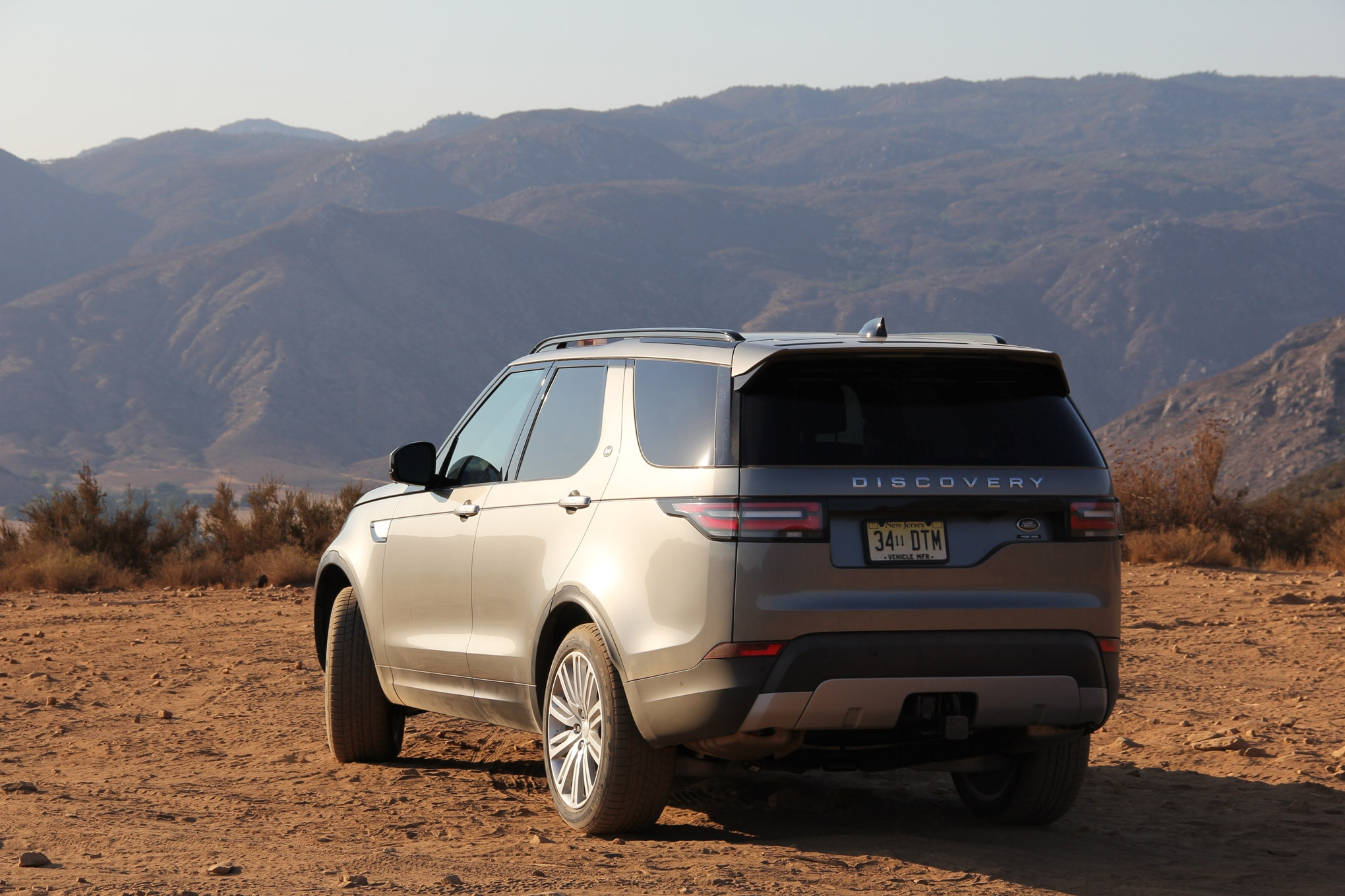 2018 land rover discovery hse luxury four wheeler of the year lead