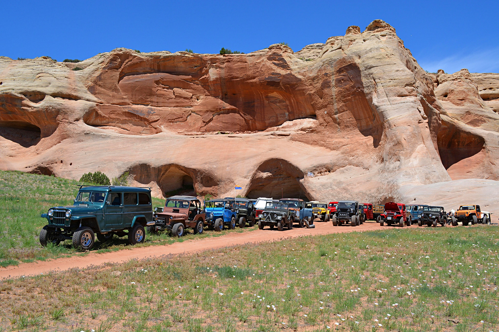 The group stopped for lunch at Cave Springs along the Dome Plateau trail. Red Cliffs Lodge provides a wonderful sack lunch, and the weather was perfect for the Saturday trail run.