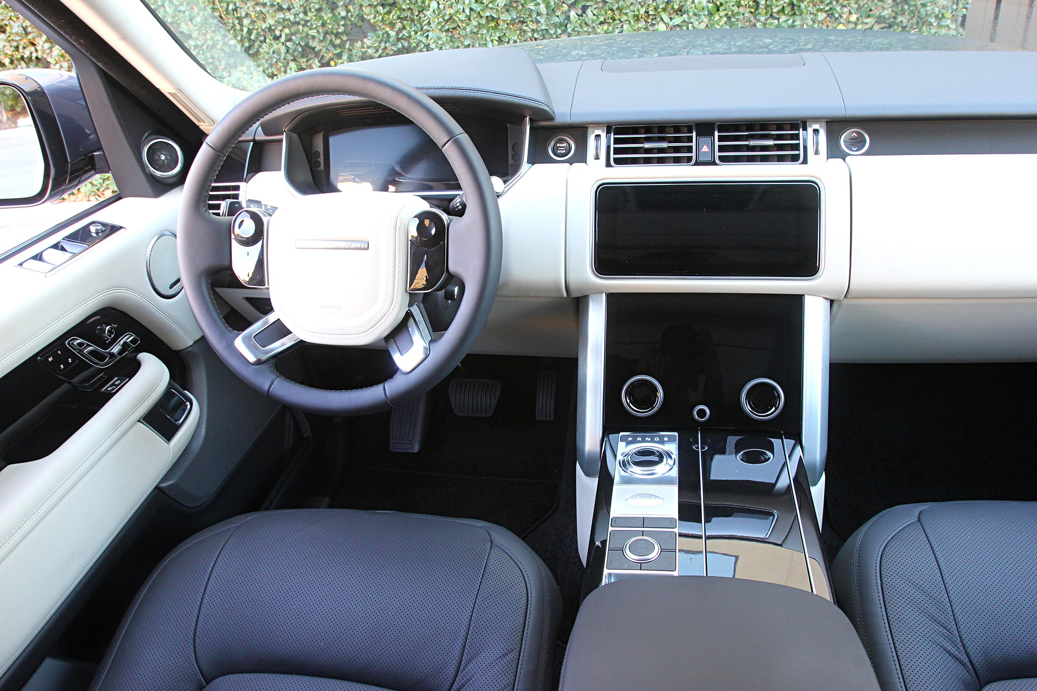 2019 suv of the year land rover range rover HSE P400e interior.JPG