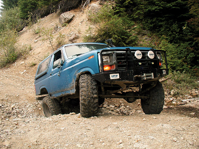 131 0806 01 z+1985 ford bronco+front view